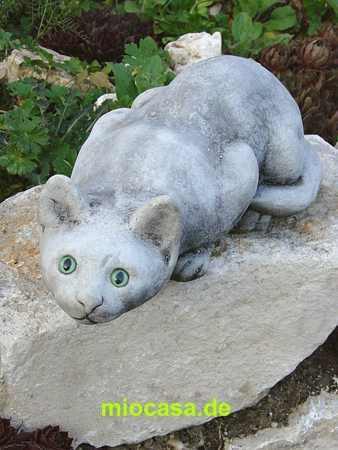 Jagende katze steinfigur und gartenfigur for Steinfiguren garten tiere