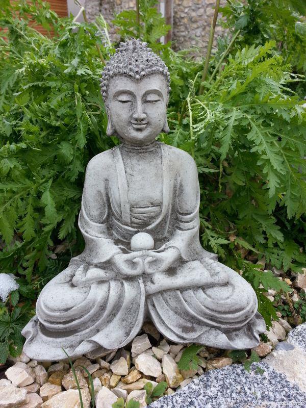 meditierender buddha sitzend. Black Bedroom Furniture Sets. Home Design Ideas