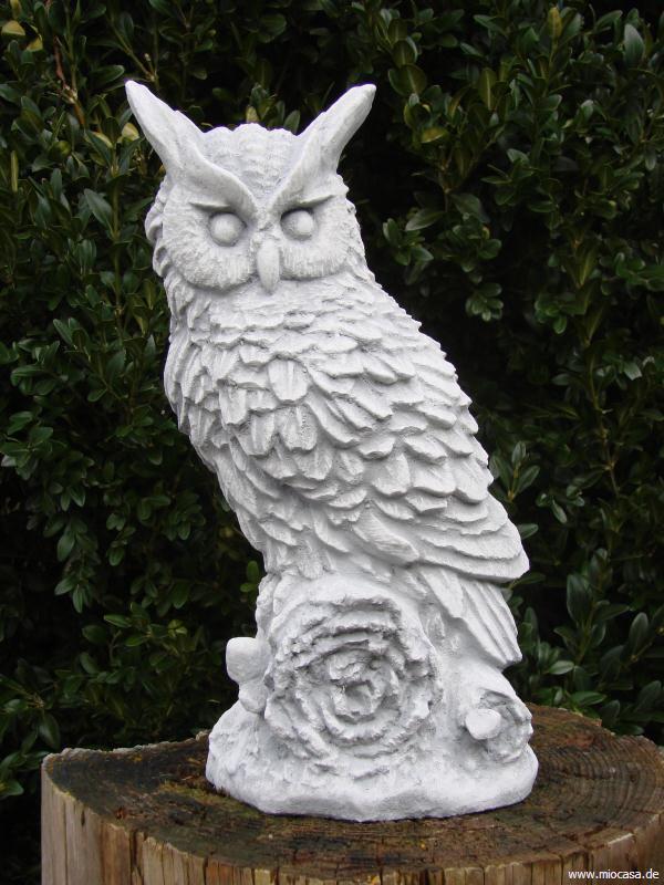 Eule auf wurzel gartendeko aus stein for Steinfiguren garten tiere