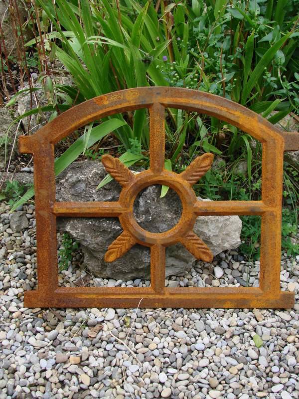 Eisenfenster und stallfenster aus gusseisen gartendeko for Gartendeko gusseisen rostig