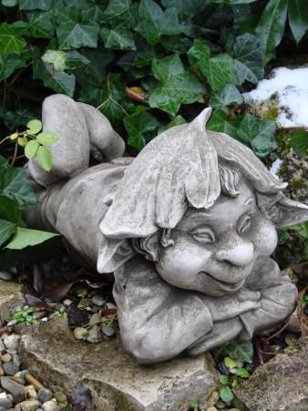 Wichtel pinky gartenfigur steinfigur for Steinfiguren garten tiere