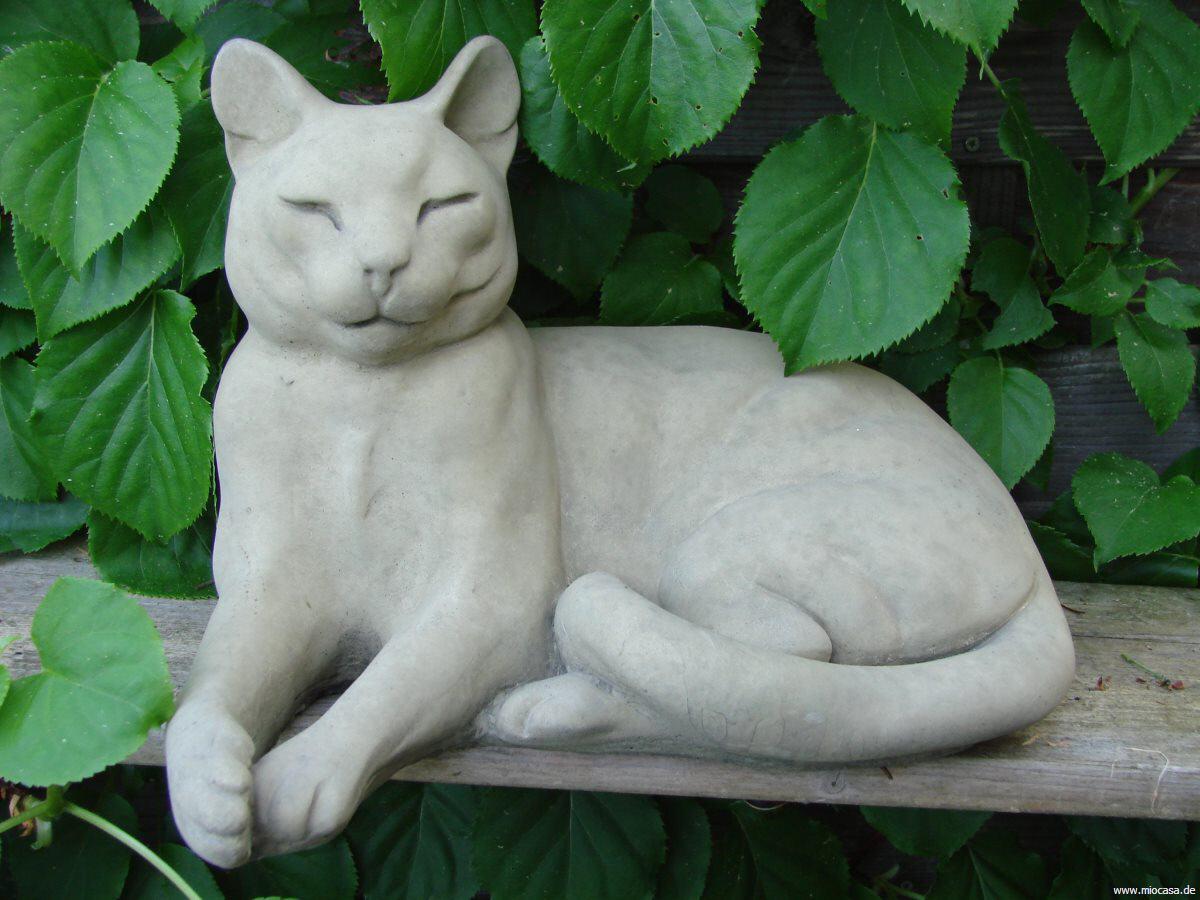 Wartende katze als steinfigur und gartenfigur for Gartendekoration tiere